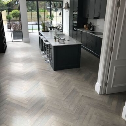 Oak Multilayer Herringbone Grey Reaction Stain White Lacquer